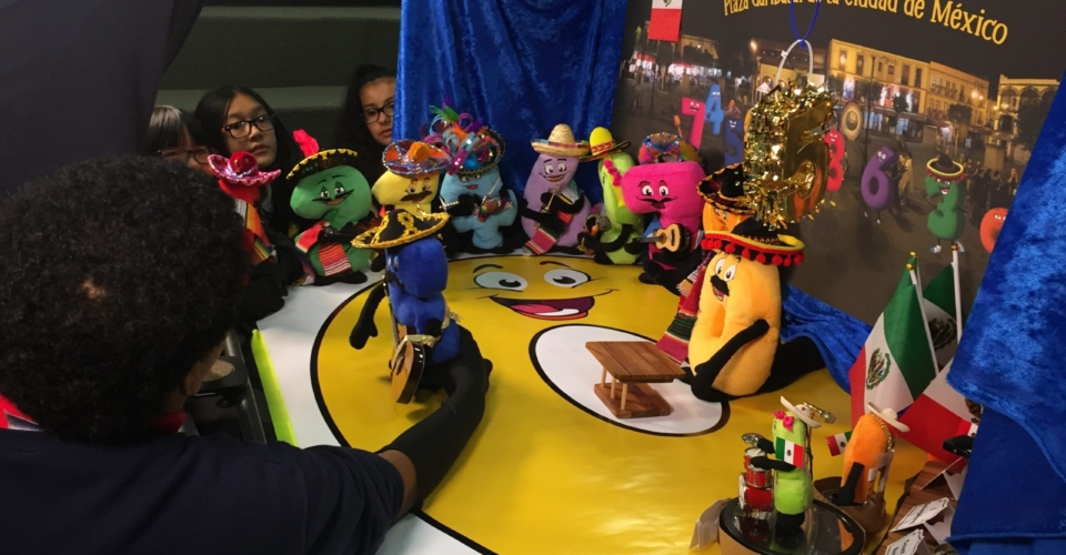 Cinco kid puppeteering